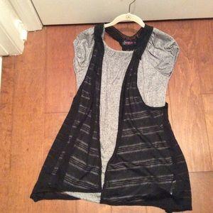 Price⬇Maternity Heather top Crochet Vest Med